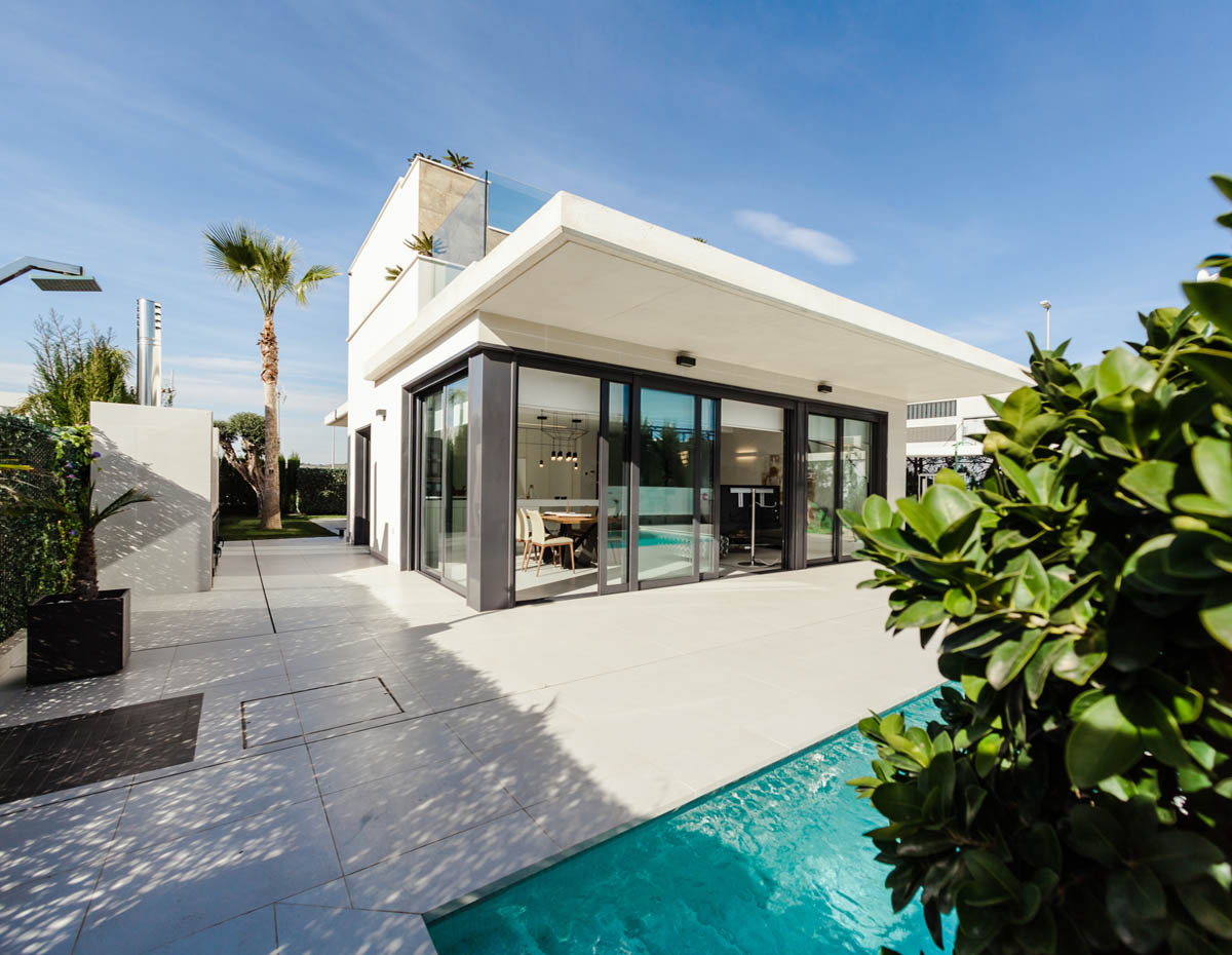 Long term leases vs holiday lets: How should you lease your property?