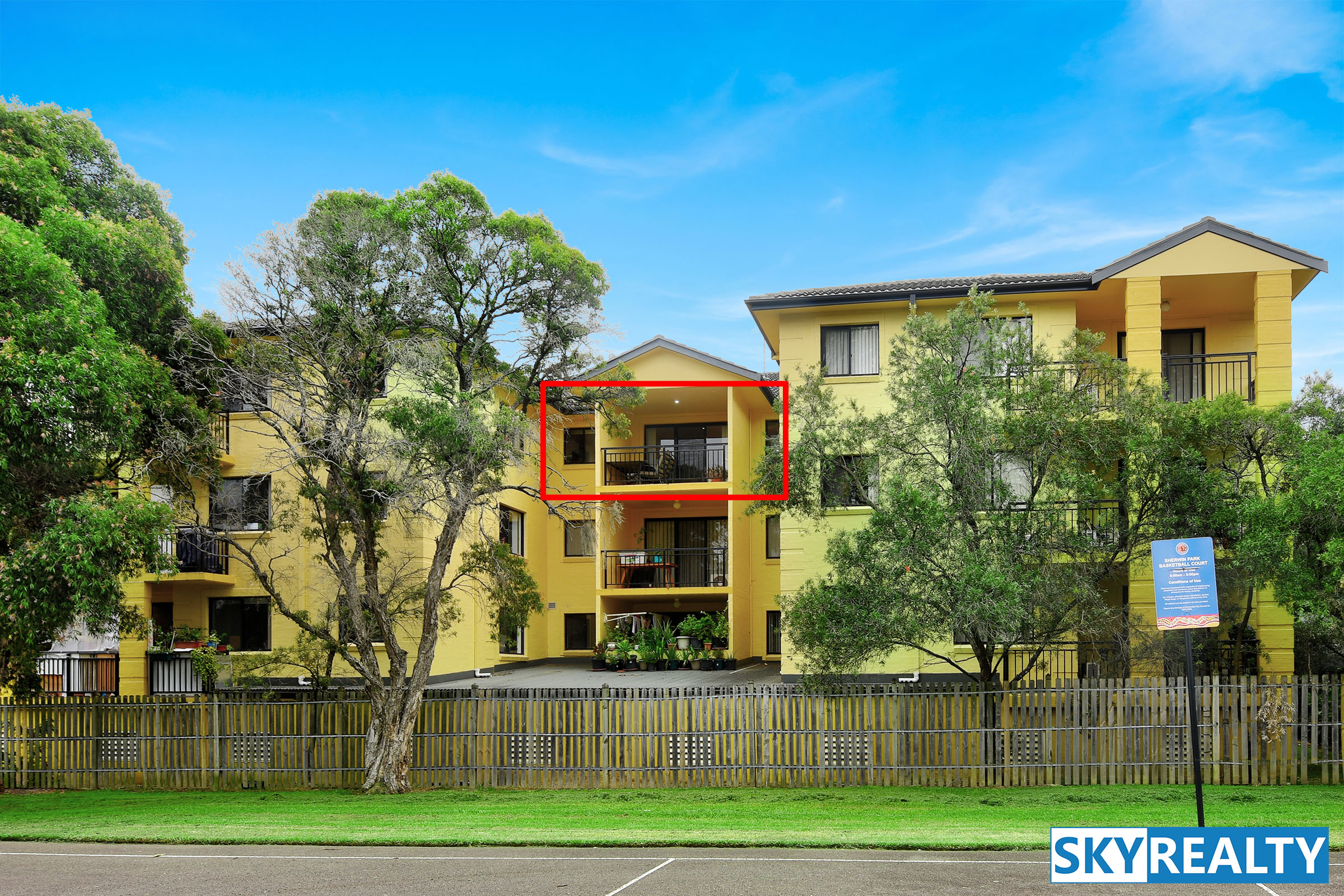 Large, Private, Sunny & Desirable Home Unit - Uninterrupted Park Views
