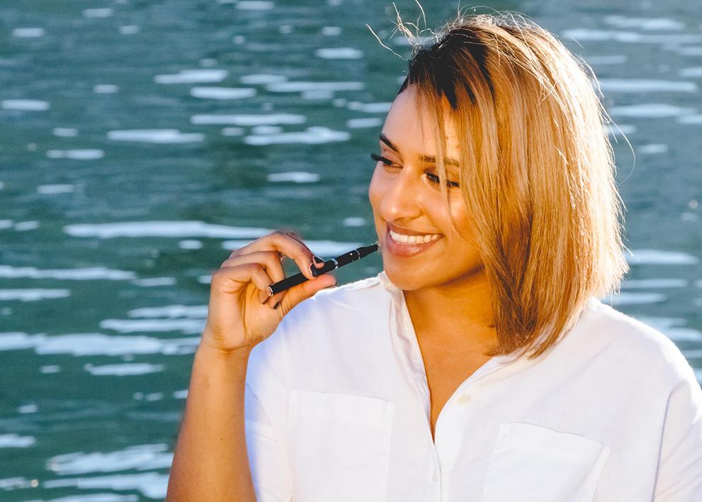 girl with dry herb vape pen