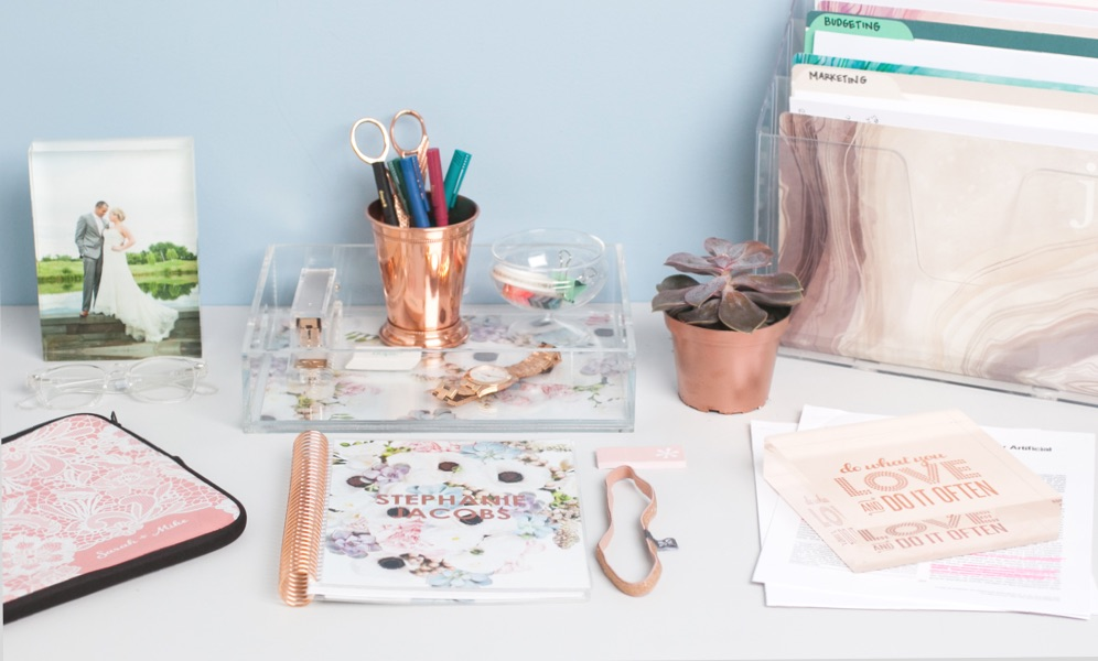HOW TO DECORATE YOUR DESK