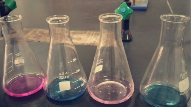 In the laboratory of analytical chemistry, work to show the amount of elements through reactions 🧪🔭