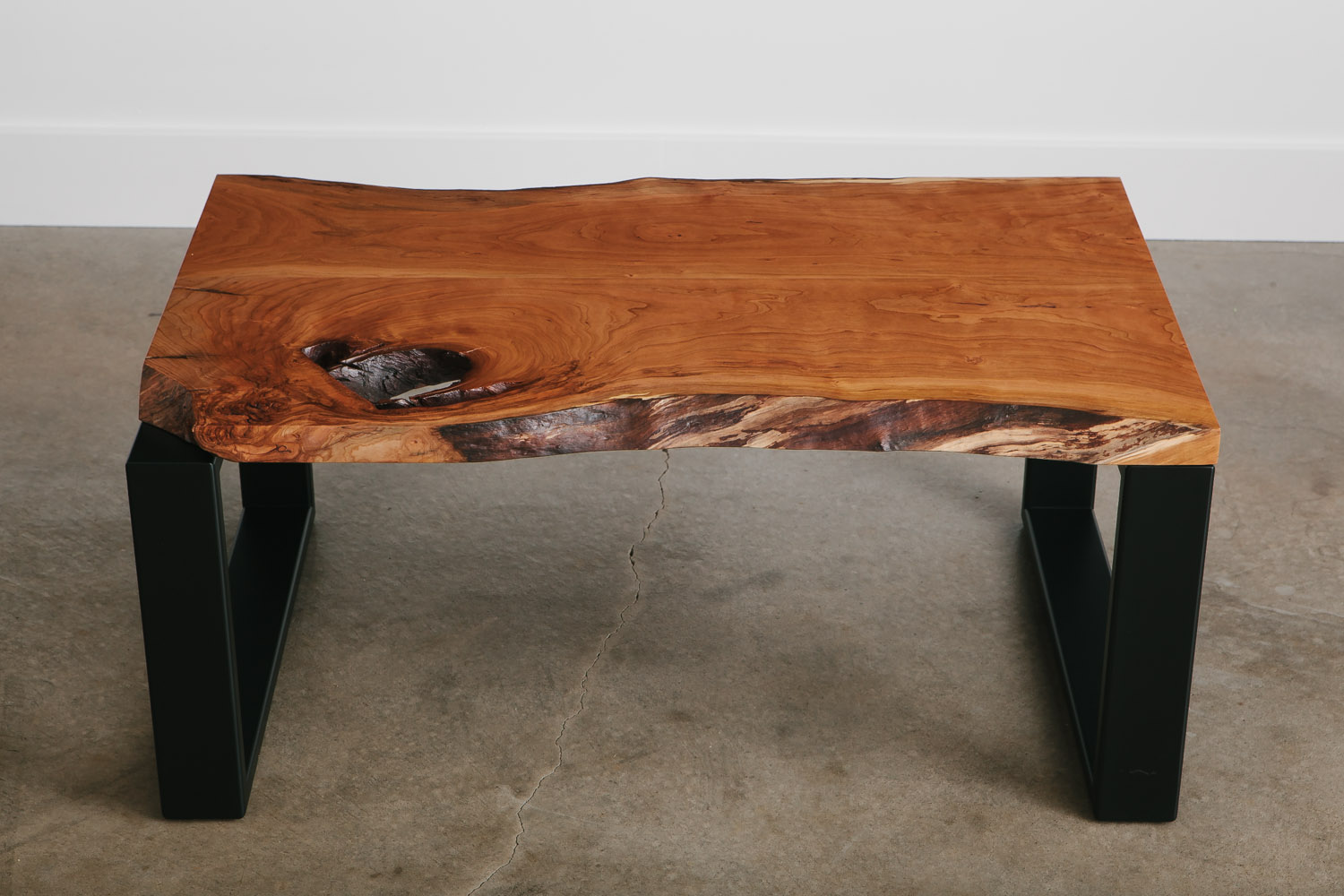 Modern cherry slab coffee table for apartment