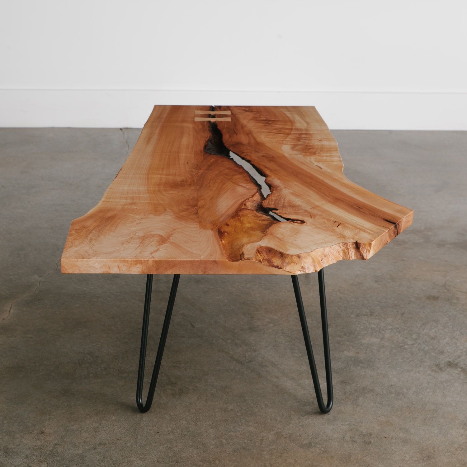 Modern live edge coffee table hairpins for condo