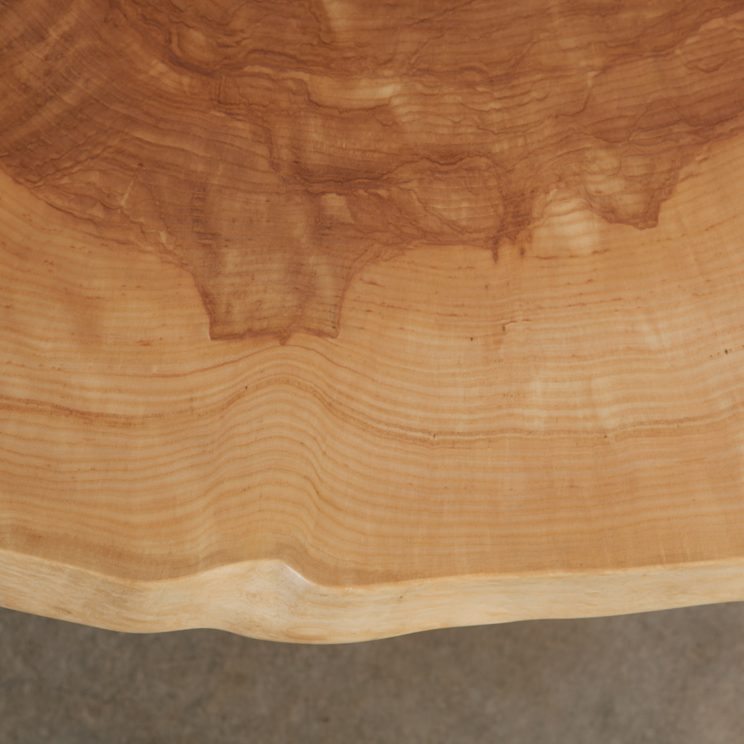 Ash table with matte finish and natural tree rings