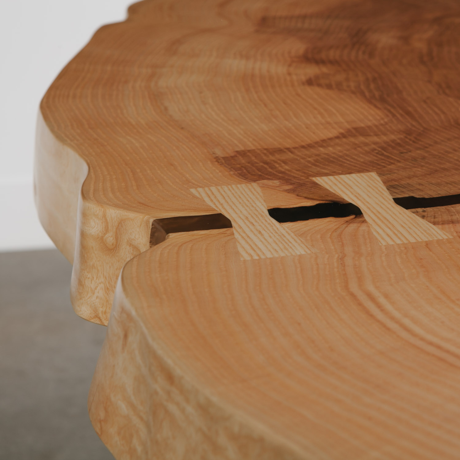 Round live edge dovetail joint