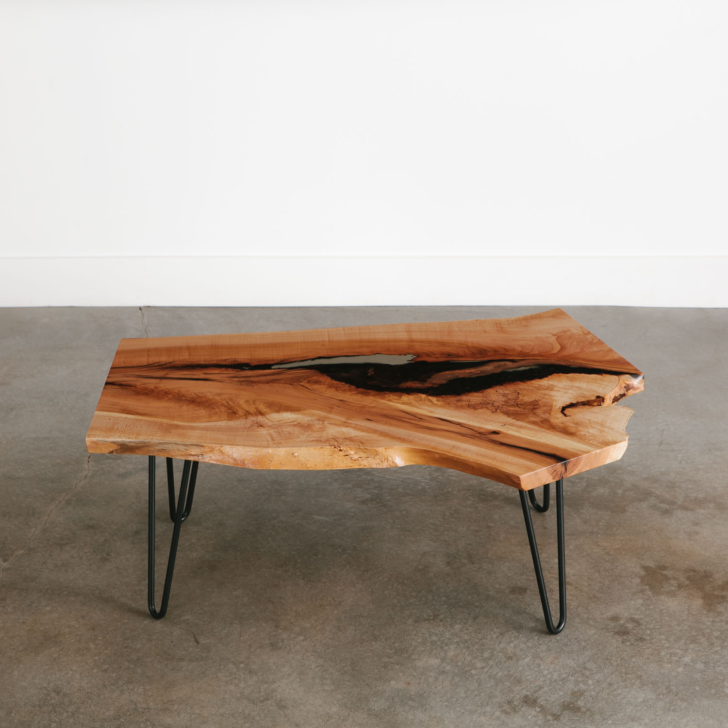 - Mid Century Modern Coffee Table With Trendy Black Hairpin Legs
