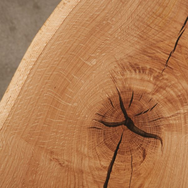 live-edge-oak-wood-grain
