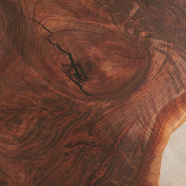 live-edge-walnut-grain-detail