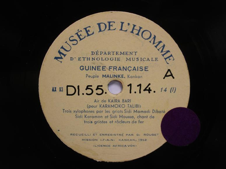Shellac record, Musée de l'Homme label, Africa Vox license, IFAN mission, 1952. Photo : Henri Chamoux