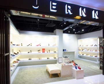 JERNN specialises in high-quality fashion footwear and accessories, offering an unparalleled shopping experience with an energetic vibe.