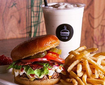 The burger joint new york offers fresh American handmade beef patties, grilled to perfection and topped with all of the fixings. Apart from the delicious burgers, you can enjoy home-made brownies, milkshakes, craft beer, cocktails and an extensive list of bourbons.