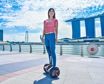 Rent a bicycle at The Fullerton Waterboat House and start your cycling adventure from Marina Bay. See the Singapore Flyer, check out the SuperTrees at Gardens by the Bay and savour local food in Lau Pa Sat. Ride to Chinatown, Boat Quay, Clarke Quay and Orchard Road. Can't ride a bicycle? Rent an electric scooter or the Ninebot by Segway miniPRO instead. All devices meet the Land Transport Authority (LTA) guidelines for use on public footpaths and parks. Complimentary training and safety gears ar