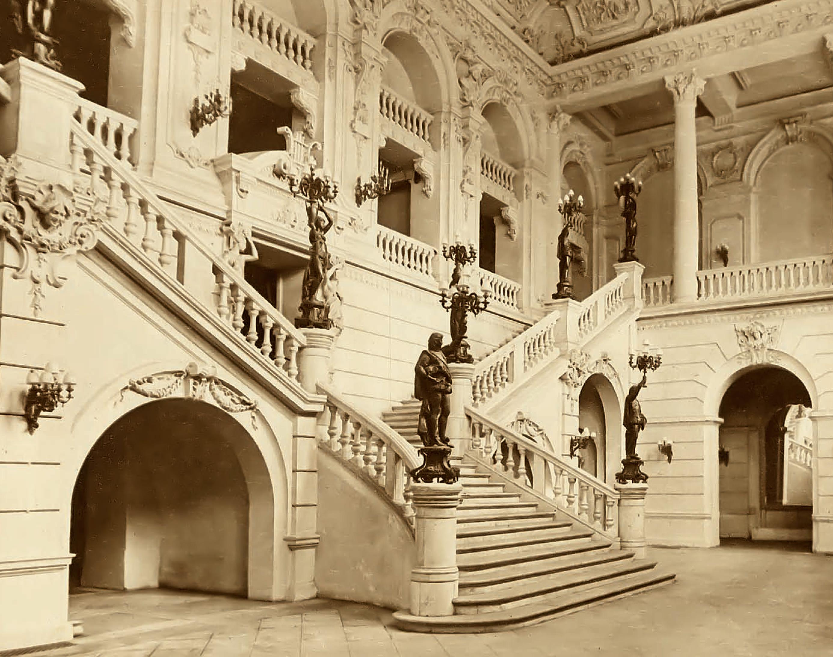 Enterreno - Fotos históricas de chile - fotos antiguas de Chile - Foyer del Teatro Municipal, Santiago año 1915