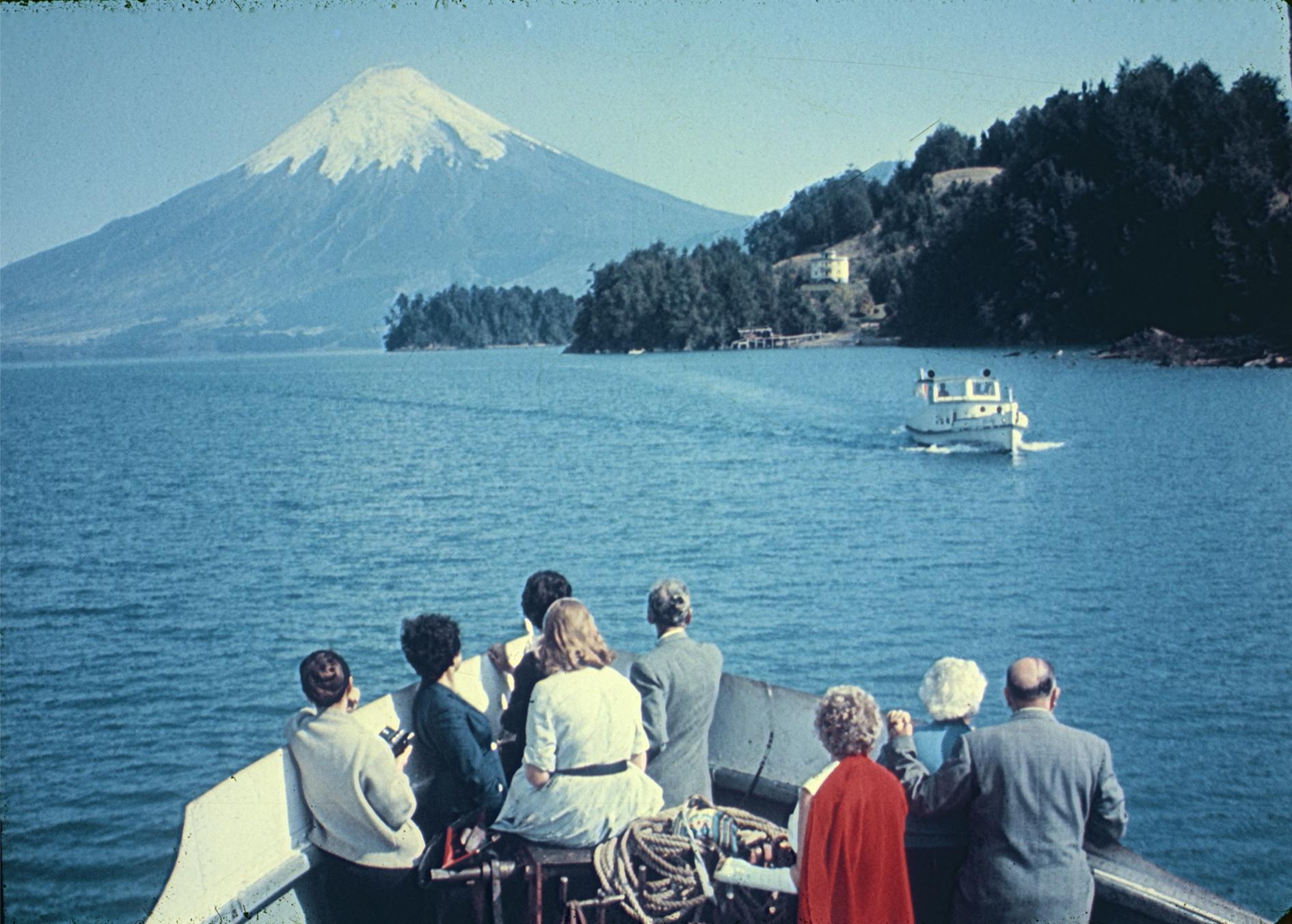 Enterreno - Fotos históricas de chile - fotos antiguas de Chile - Lago de Todos los Santos, 1960s