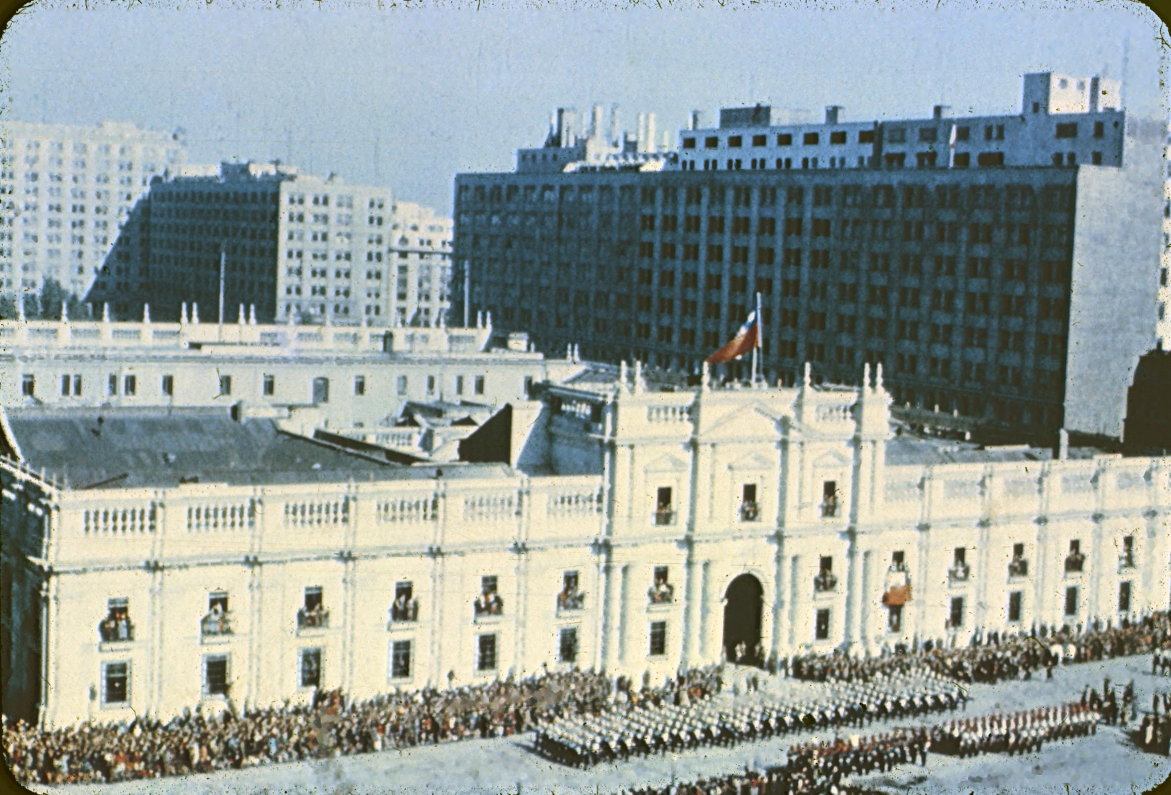 Enterreno - Fotos históricas de chile - fotos antiguas de Chile - Palacio de La Moneda, 1960s