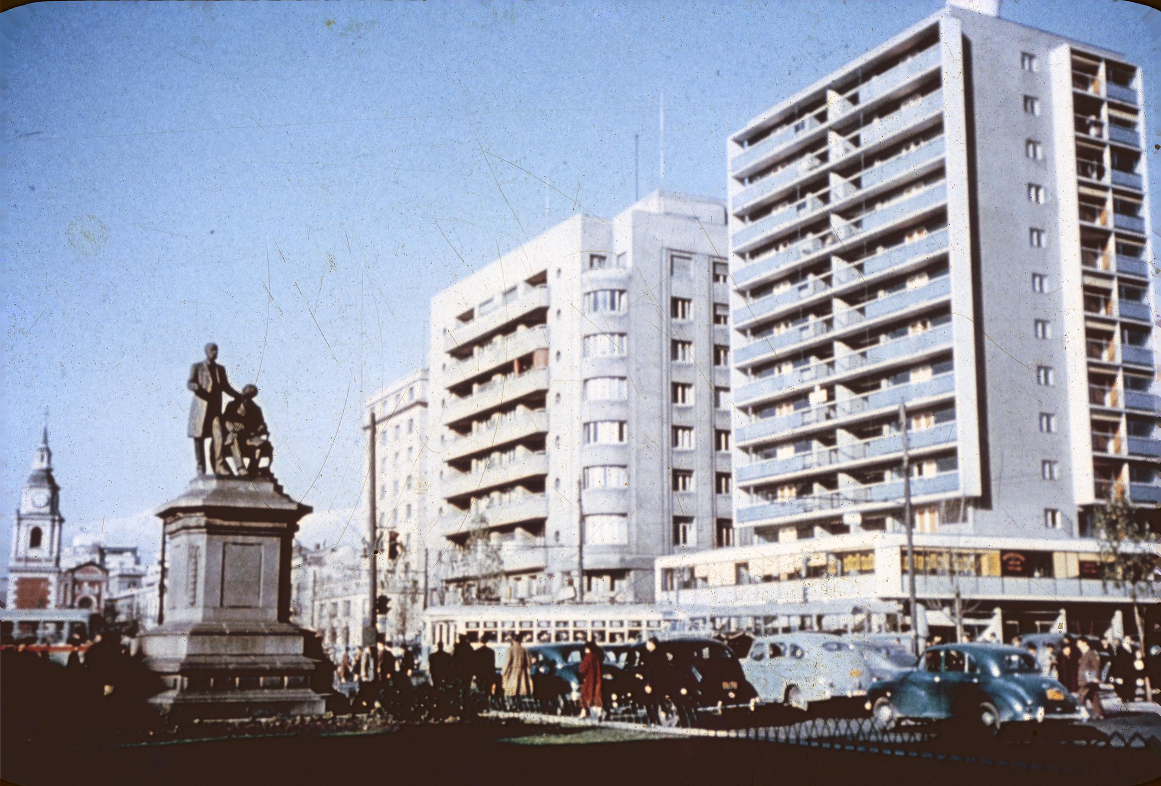Enterreno - Fotos históricas de chile - fotos antiguas de Chile - Alameda de Santiago, 1950s