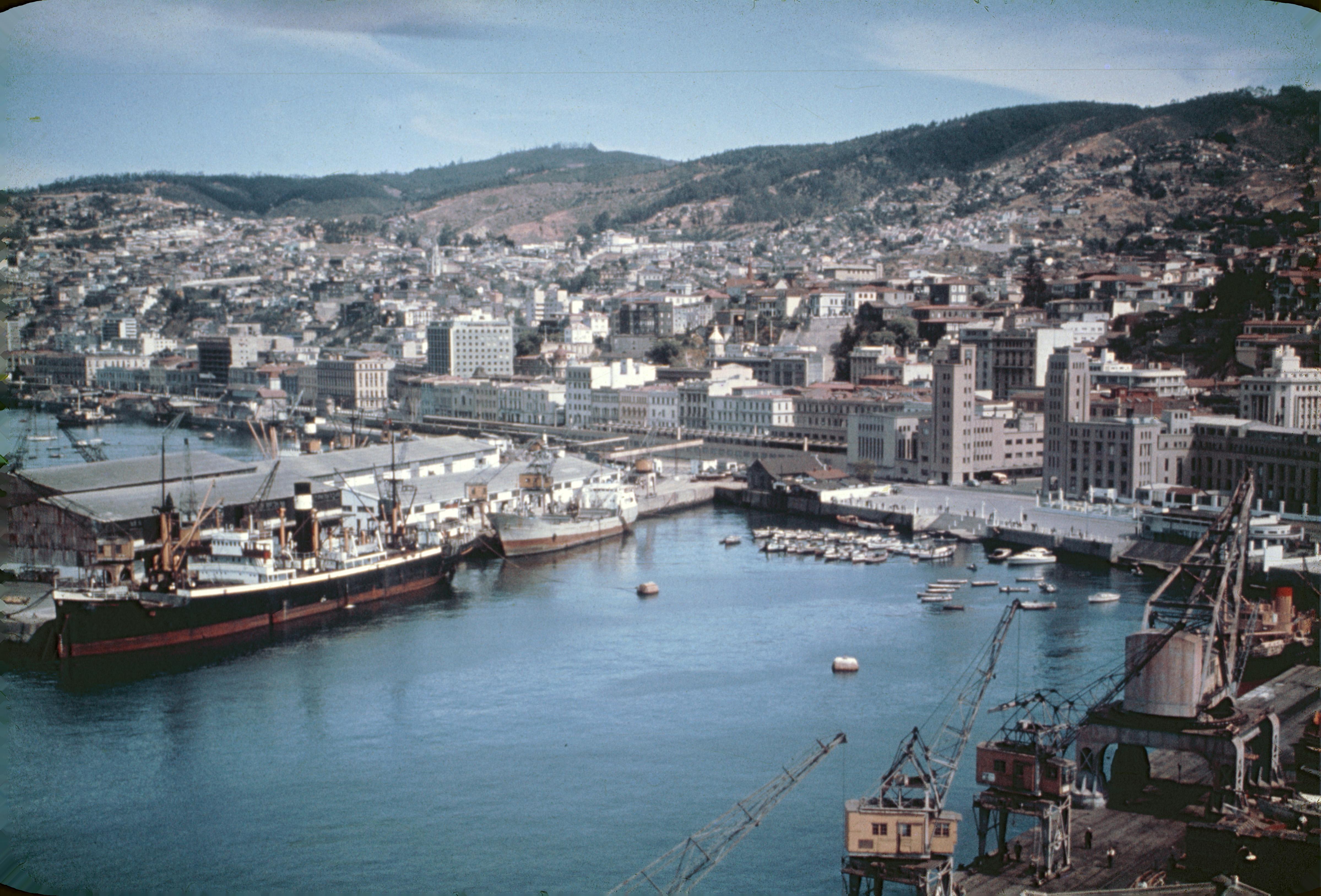 Enterreno - Fotos históricas de chile - fotos antiguas de Chile - Puerto de Valparaíso, años 60s