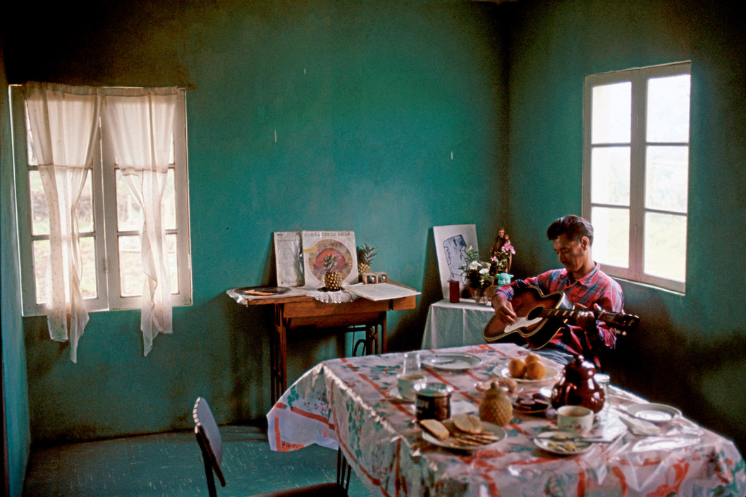 Enterreno - Fotos históricas de chile - fotos antiguas de Chile - Casa en Isla de Pascua, 1971.