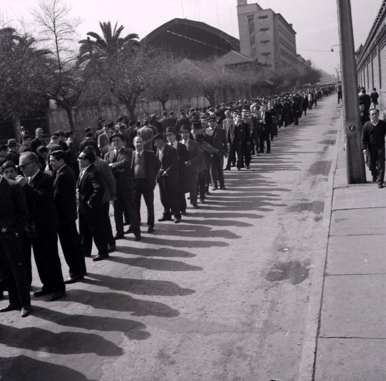 Enterreno - Fotos históricas de chile - fotos antiguas de Chile - Sufragio Estación Mapocho en 1952