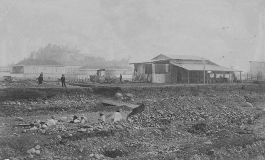 Enterreno - Fotos históricas de chile - fotos antiguas de Chile - Canalización Río Mapocho a fines de 1880' s.