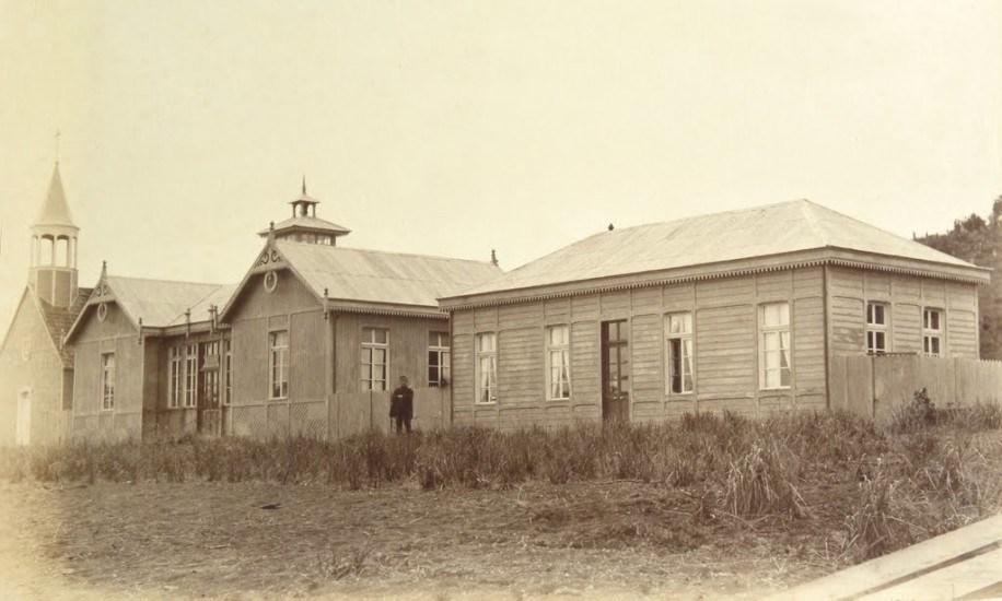 Enterreno - Fotos históricas de chile - fotos antiguas de Chile - Escuela de Frutillar en 1893.