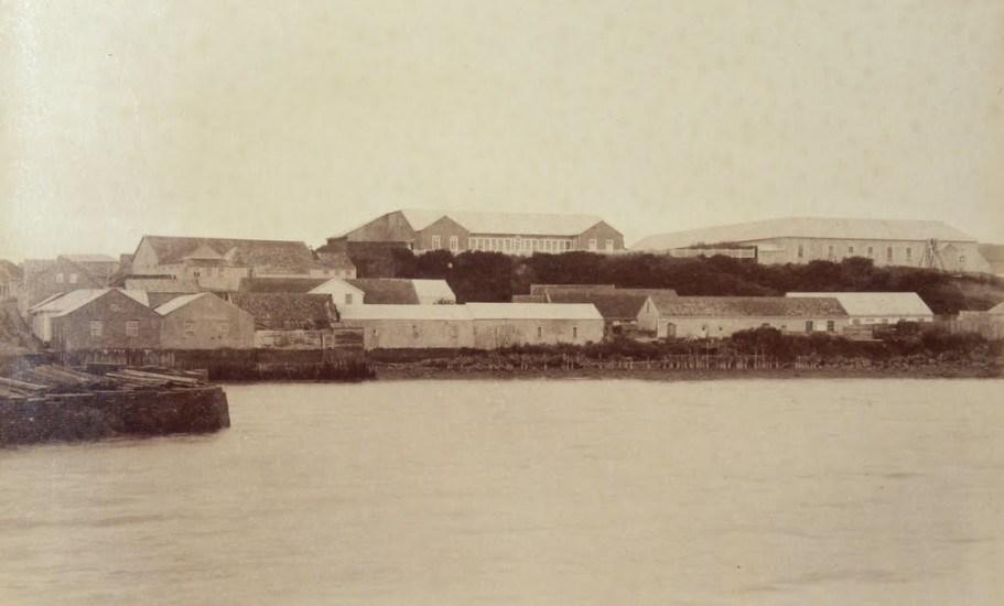 Enterreno - Fotos históricas de chile - fotos antiguas de Chile - Recoba e Intendencia de Ancud en 1893.