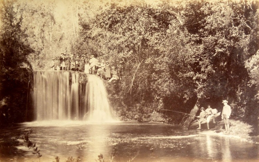 Enterreno - Fotos históricas de chile - fotos antiguas de Chile - Salto San Carlos en Osorno, 1893.