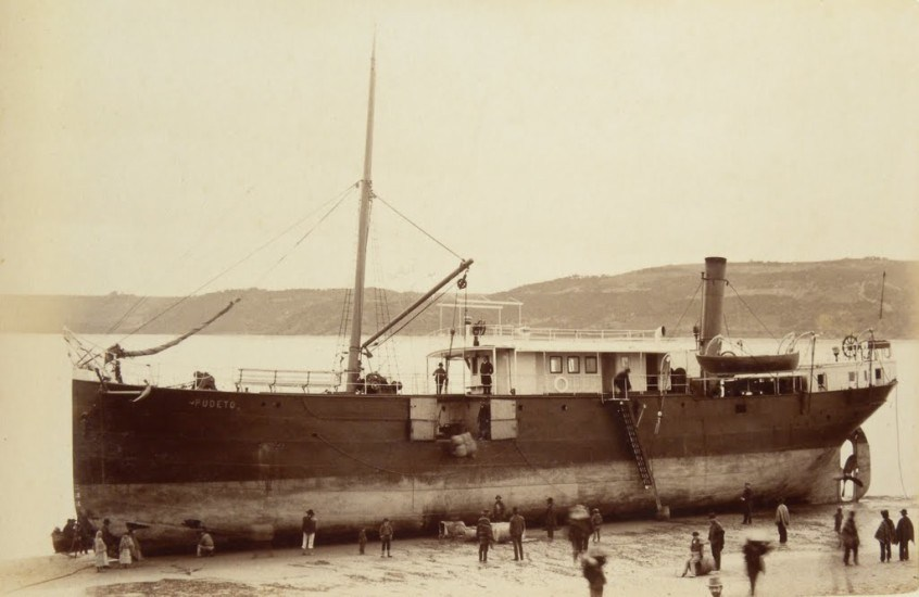 Enterreno - Fotos históricas de chile - fotos antiguas de Chile - Vapor Pudeto, Castro 1893.