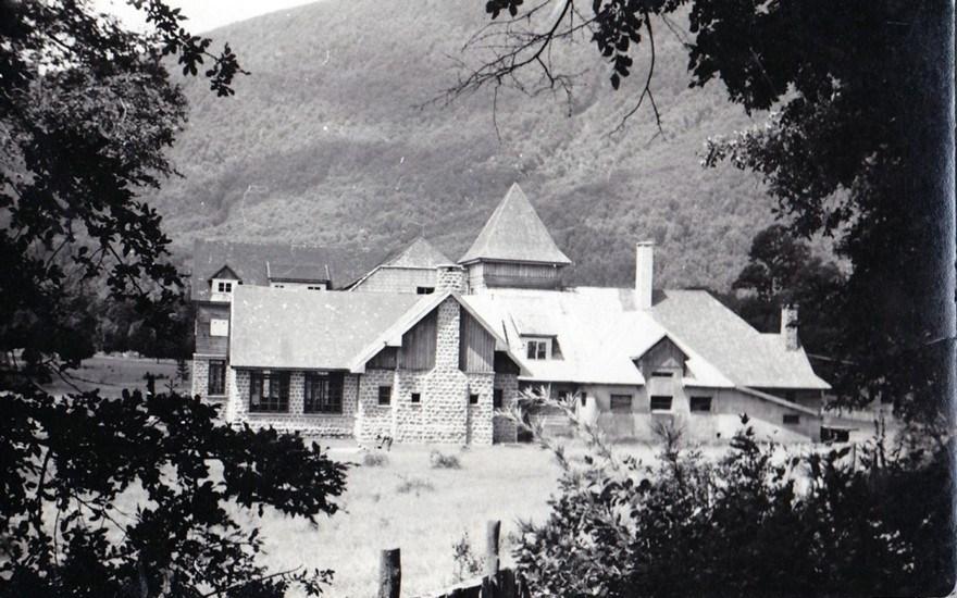 Enterreno - Fotos históricas de chile - fotos antiguas de Chile - Hotel Pirihueico, años 40s
