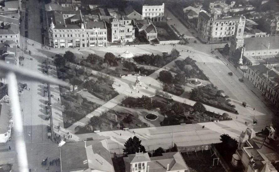 Enterreno - Fotos históricas de chile - fotos antiguas de Chile - Plaza Muñoz Gamero de Punta Arenas 1920