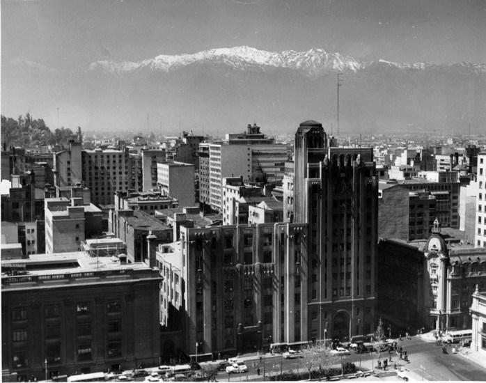 Enterreno - Fotos históricas de chile - fotos antiguas de Chile - Plaza de la Constitución, 1962.