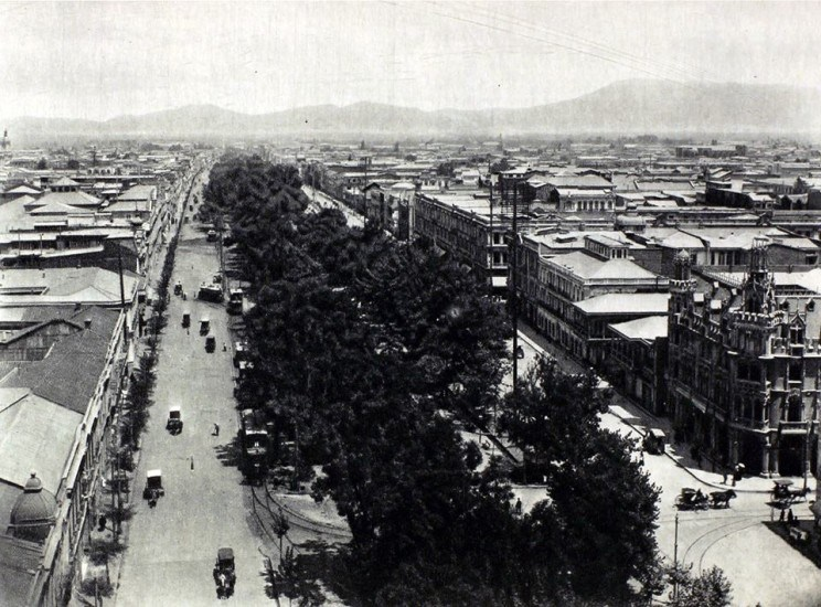 Enterreno - Fotos históricas de chile - fotos antiguas de Chile - Alameda desde torre Iglesia San Francisco en 1915