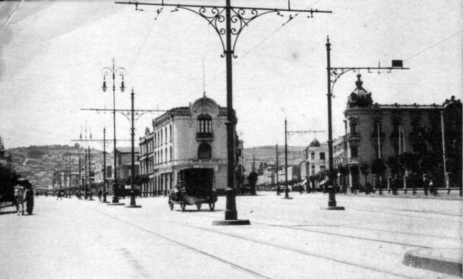 Enterreno - Fotos históricas de chile - fotos antiguas de Chile - Avenida Pedro Montt de Valparaíso, 1920