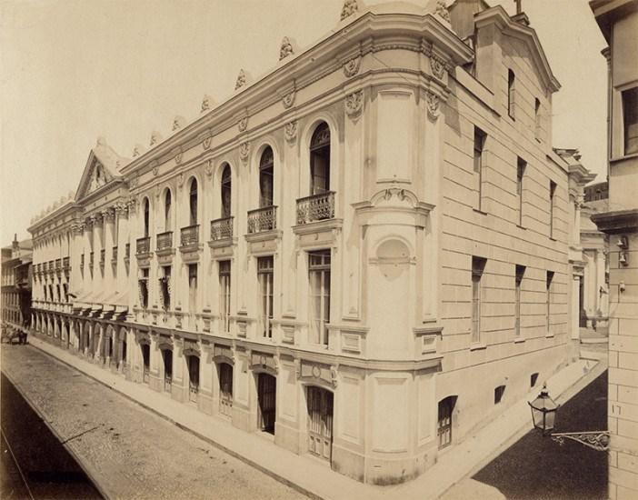 Enterreno - Fotos históricas de chile - fotos antiguas de Chile - Calle Cochrane de Valparaíso, ca. 1870s