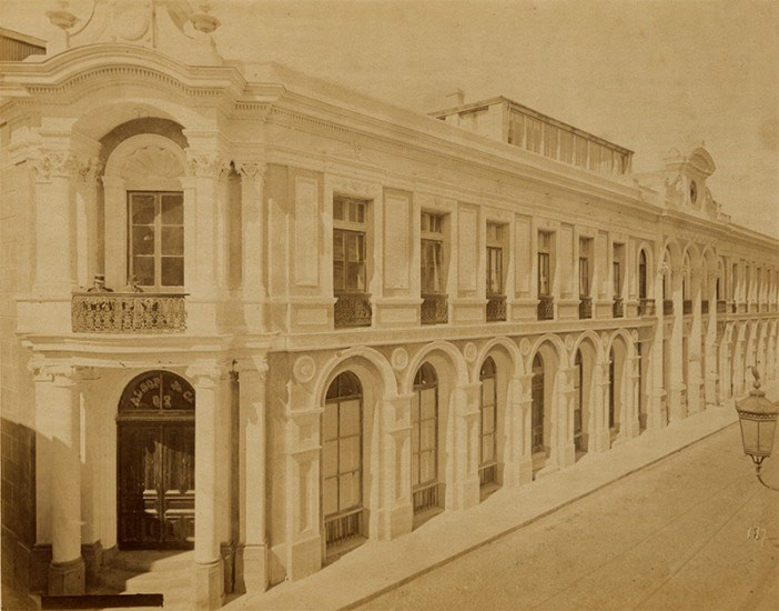 Enterreno - Fotos históricas de chile - fotos antiguas de Chile - Calle Arturo Prat de Valparaíso, ca. 1870s