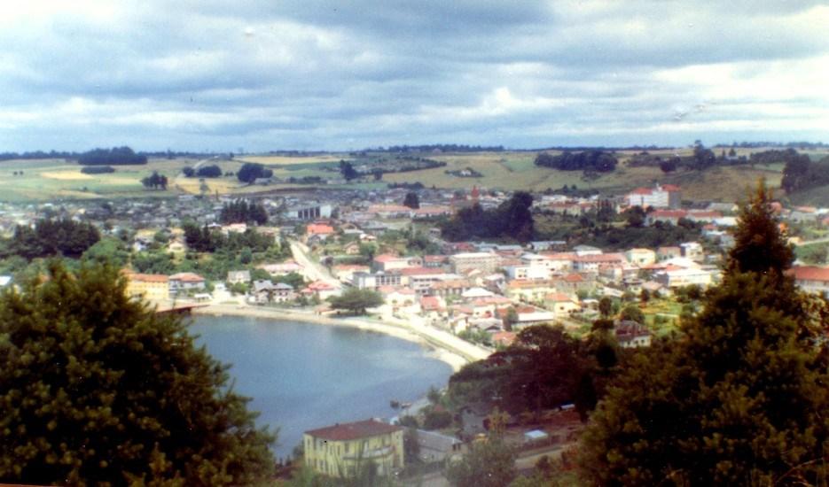 Enterreno - Fotos históricas de chile - fotos antiguas de Chile - Vista de Puerto Varas en 1968