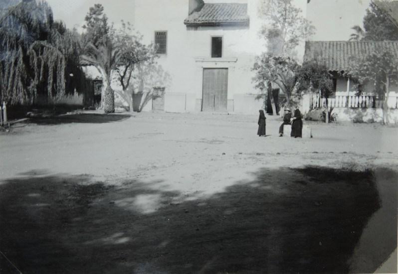 Enterreno - Fotos históricas de chile - fotos antiguas de Chile - Iglesia Los Dominicos, ca. 1945
