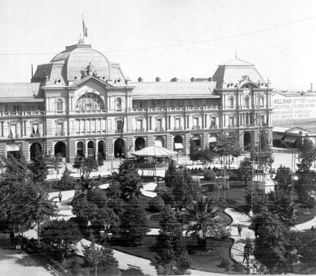 Enterreno - Fotos históricas de chile - fotos antiguas de Chile - Plaza de Armas de Santiago en 1900