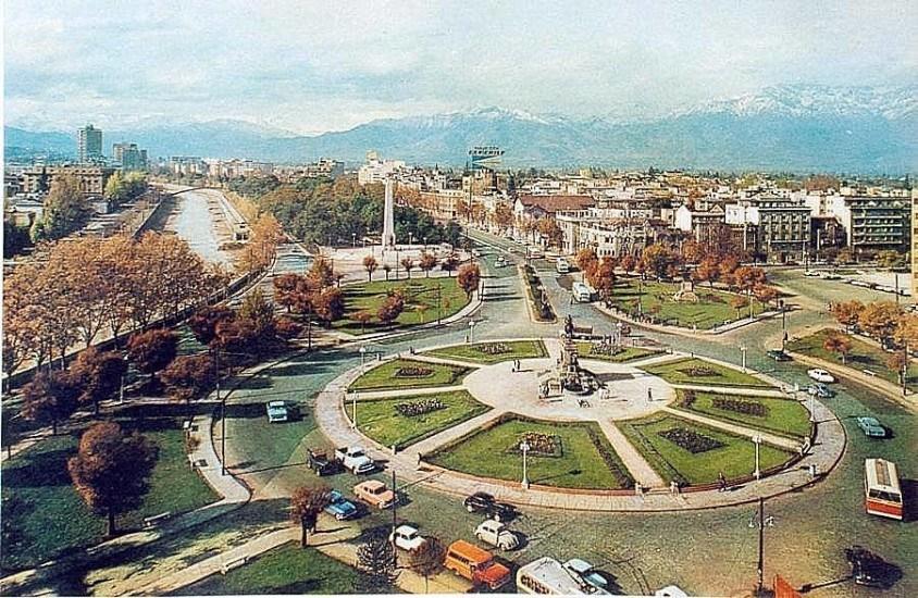 Enterreno - Fotos históricas de chile - fotos antiguas de Chile - Plaza Baquedano en 1966