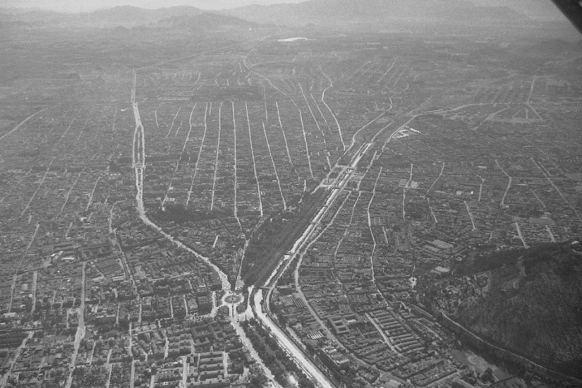 Enterreno - Fotos históricas de chile - fotos antiguas de Chile - Santiago desde el aire en 1964