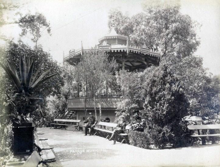 Enterreno - Fotos históricas de chile - fotos antiguas de Chile - Parque Municipal de Valparaíso en 1888
