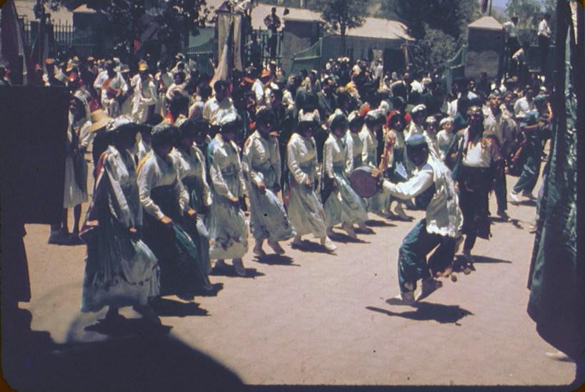 Enterreno - Fotos históricas de chile - fotos antiguas de Chile - Baile de Los Chinos, Andacollo, 60s