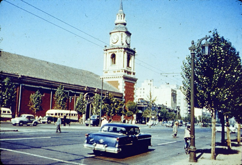 Enterreno - Fotos históricas de chile - fotos antiguas de Chile - Alameda e Iglesia San Francisco, ca. 1960s