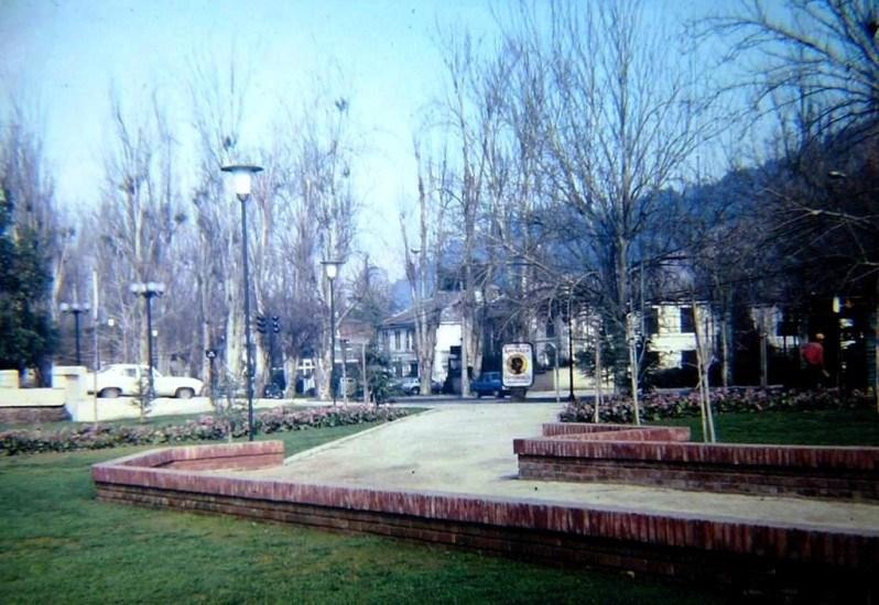 Enterreno - Fotos históricas de chile - fotos antiguas de Chile - Borde Río Mapocho altura Los Leones, 1987