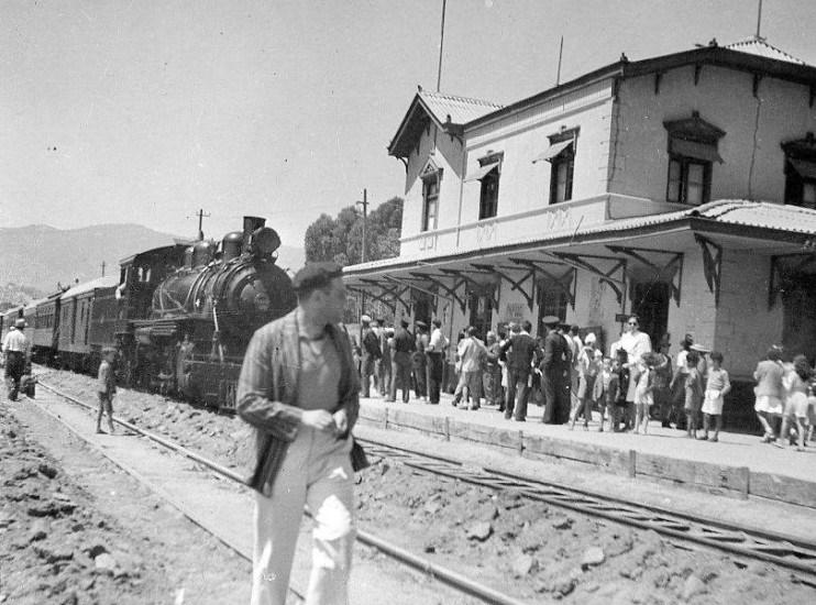 Enterreno - Fotos históricas de chile - fotos antiguas de Chile - Estación de Trenes de Papudo en 1943