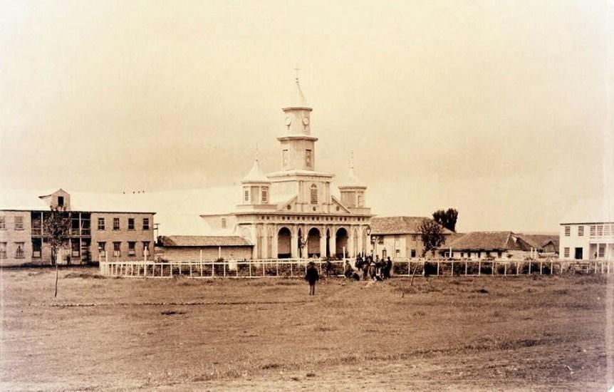 Enterreno - Fotos históricas de chile - fotos antiguas de Chile - Catedral de Castro en 1893
