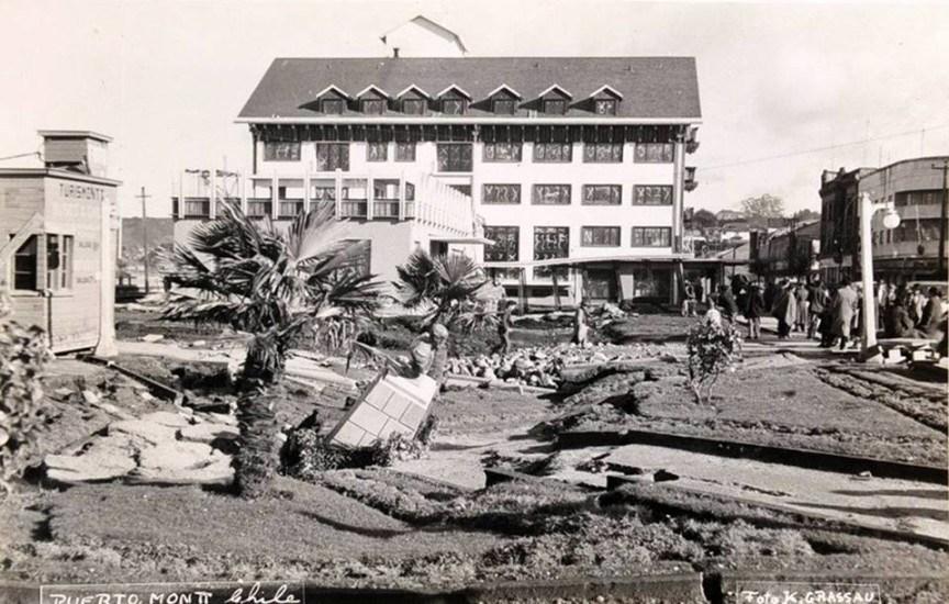 Enterreno - Fotos históricas de chile - fotos antiguas de Chile - Plaza de Puerto Montt en 1960
