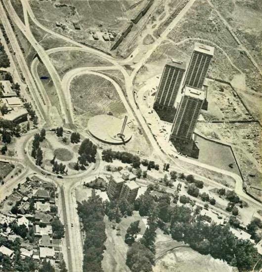 Enterreno - Fotos históricas de chile - fotos antiguas de Chile - Rotonda Kennedy con Vespucio desde el aire, en 1975