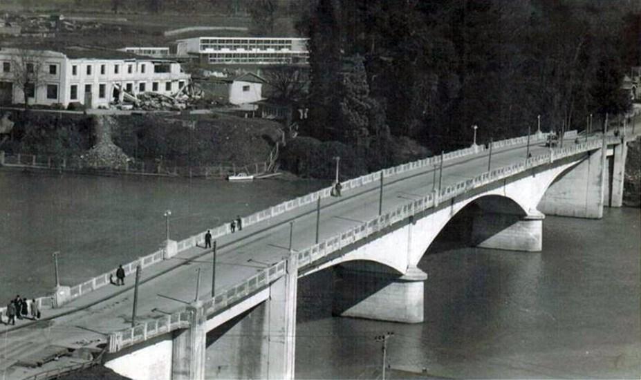 Enterreno - Fotos históricas de chile - fotos antiguas de Chile - Puente Pedro de Valdivia de Valdivia en 1960