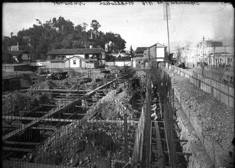 Enterreno - Fotos históricas de chile - fotos antiguas de Chile - Construcción de la Biblioteca Nacional en 1917